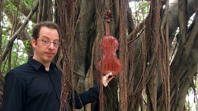 Oene van Geel - Taiwan, under a Banyan tree